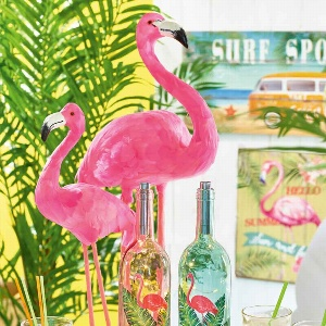 KUNST FLAMINGO MIT FEDERN AM